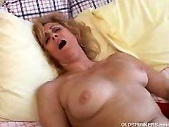 Mature amateur likes to spunk