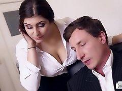 POPÁLENINY BUERO - Prsatá německá sekretářka šuká šéfa v kanceláři