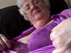 babička s masivní prsa koukání pod sukně bez kalhotek dráždit