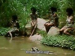 بی بالا تنه, دختر آفریقایی انجام یک رقص قبیله ای (1970,)