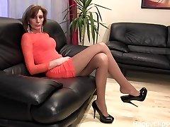 Extraordinaire black high heels dangling