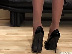 Anique very nice shoe steps in a black high stilettos