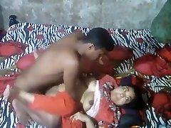 Desi aunty caught