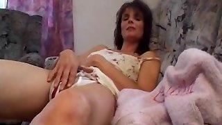 MILF Gives A Masturbation Intimate Show