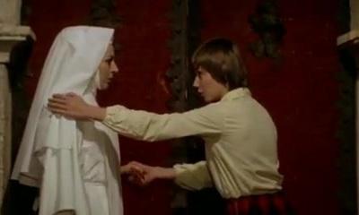 נזירה פיתה לסבית!