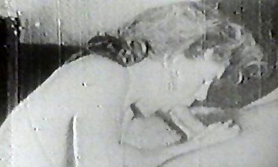 Hot bi-atch sucking vintage cock