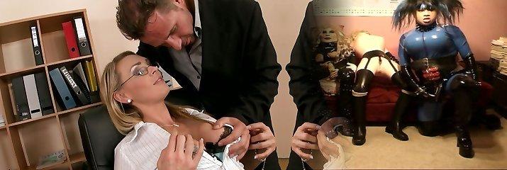 Curvaceous ash-blonde mom Tanya Tate gives deepthroat blowjob