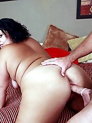 Slutty plumper Chloe Blake gives her fuckbuddy a sinful blowjob and got her fat cooter eaten in...