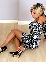 Stunning babe Naomi is dressed up in a very short dress flashing her sexy legs and shiny black stilettos