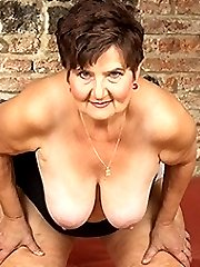 Horny mature lady playing with her hairy pussy