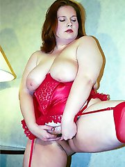 Pretty spread amateur redhead in stockings