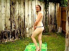 Cocksucking blondie spreads outdoors