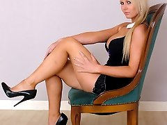 Leggy Larissa shows off her sexy bare legs, great figure and shiny stiletto shoes