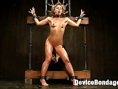 Welcome Sheena Shaw to Device. First up, we waste no time in exploiting her natural flexibility....