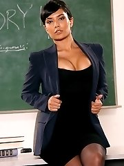 Jana Jordan seduces her professor to pass the class