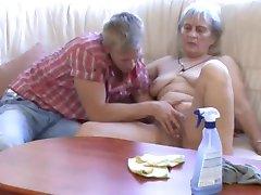 Oma mach die Beine breit
