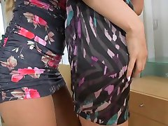 2 hot girls 496