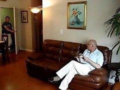 HERMOSO MADURO PELADO Y JOVEN