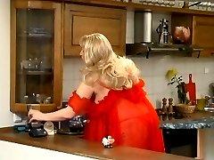 Blonde bbw getting stuffed in the kitchen