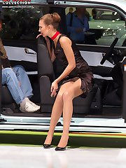Girls flash upskirts in the open air