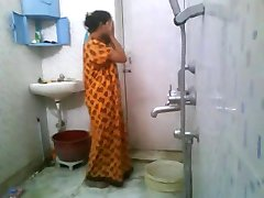 awsome figure girl bathing for lover