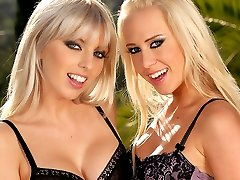 Hot blonde climaxes from fingering