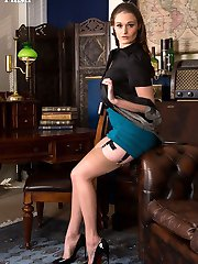 Honour loves dressing up in sexy lingerie like this American high waist girdle and sheer 50's full fashioned nylons.