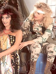 A retro lesbian threesome