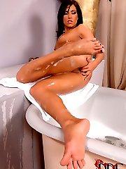 Bathing Her Size 9 In Bubbles