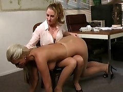 Heated lesbian chick getting anal workout putting to work huge strap-on