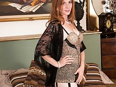 Wearing stunning vintage picture frame heels full fashion nylons and complimentary retro body and garters, beautiful red head Jessica taunts and teases, and definitely pleases!