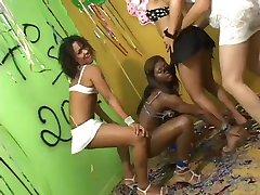Brazilian shemale - samba party!!-