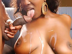 Ebony beauty Aryana Starr goes for a wild session of fucking and gets herself sprayed with creamy load