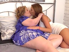 Big fat lesbian mature mom fucks young daughter