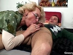 Hes happy to return the mobile phone to the sexy granny and she gives him her pussy