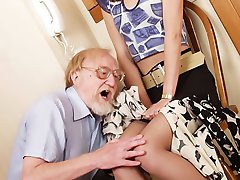 Girl rubs her pantyhosed ass against grandpa's rod