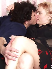 Sultry gal perverting guy into mind-blowing strap-on fucking frenzy on sofa