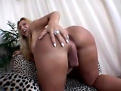 Sexy tranny blonde shows her ass