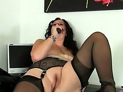 Brunette chick has a big ass and she likes squirting while being fucked