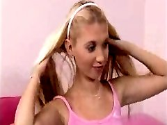Z44B 932 Czech Teen learns to give BJ