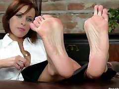 Feet tickle