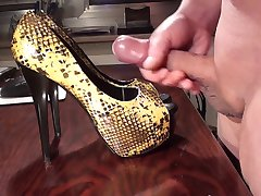Cumshot on GF Highheels part 025