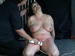 Chinas mature needle tortures and shocked my seeing her boobs amateur bdsm