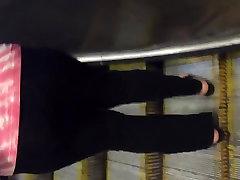Big booty gilf in leggings vpl 1