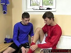 Horny Twinks love to swap blowjob after toe licking