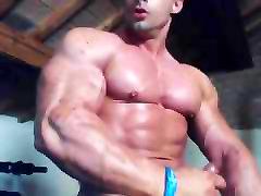 Str8 bodybuilder play