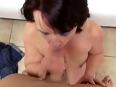 mature woman takes it in her hairy pussy