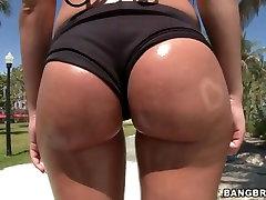 Oiled butt Rebeca Linares