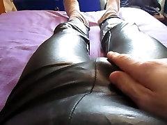 לאונן וגם לגמור בתוך השחור שלי רטוב נראה חותלות וסאטן תחתונים