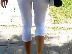 Amazing Mature Lady Body Walk